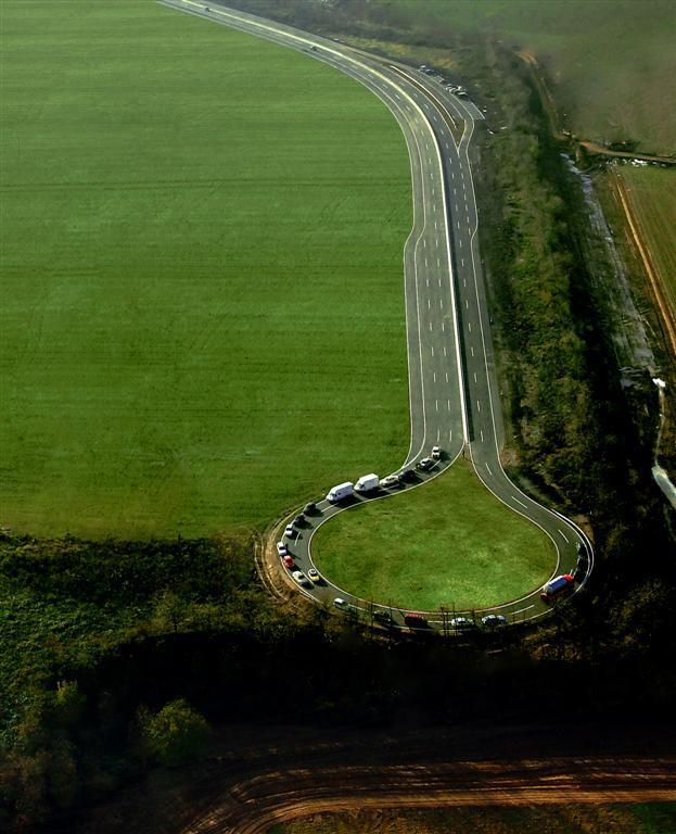 Gelände - Autobahn